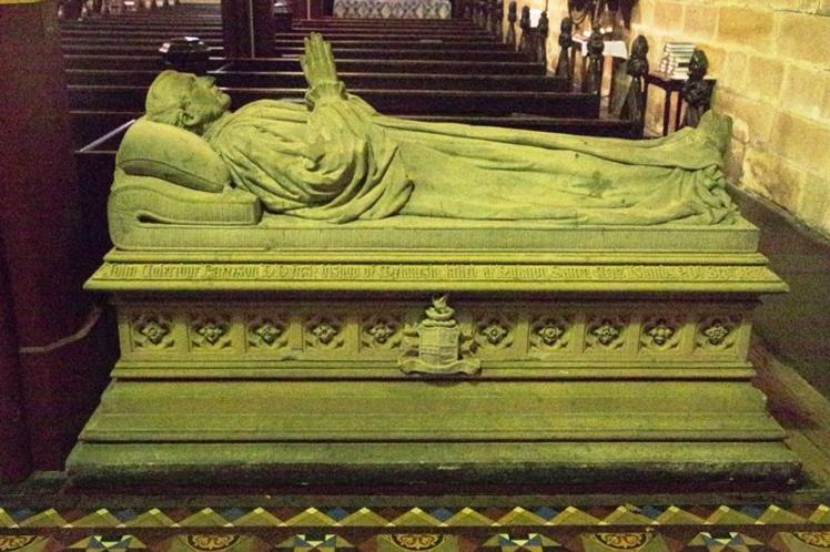 A Christchurch, dans l'église St Laurence, un gisant sculpté par Henry Apperly rappelle l'engagement de Patteson.