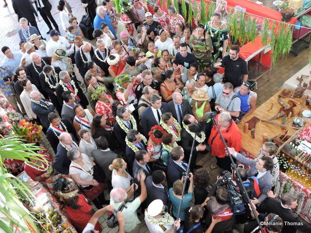 Visite du marché de Papeete du Président de la République