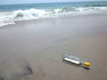 Une bouteille à la mer d'un peintre newyorkais retrouvée par ...une peintre charentaise