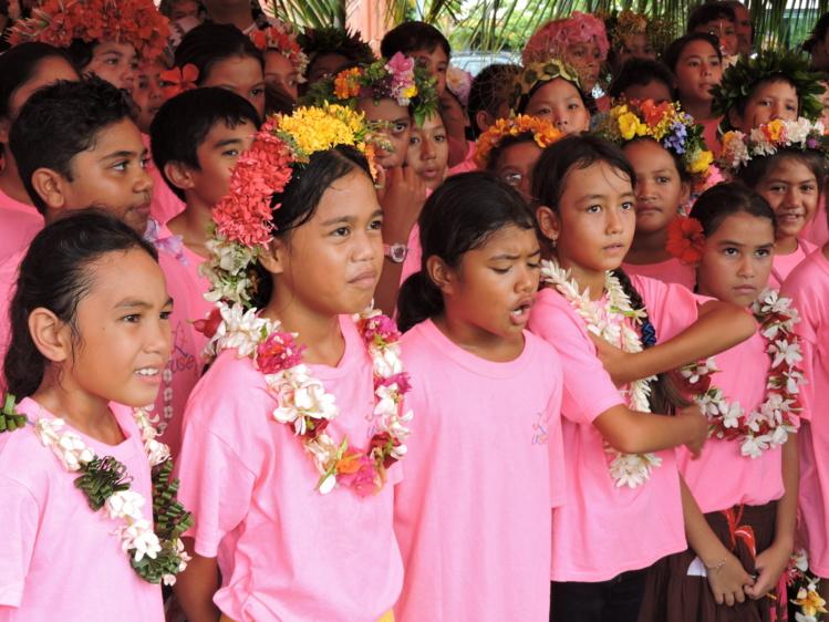 Les enfants de l'école Afareaitu ont chanté La Marseillaise en présence de George Pau-Langevin mardi matin.