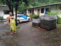 Des sinistrés ont reçu des aides en matériaux pour reconstruire.