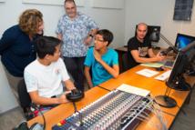 La directrice générale des enseignements scolaires visite le studio audiovisuel de la DGEE