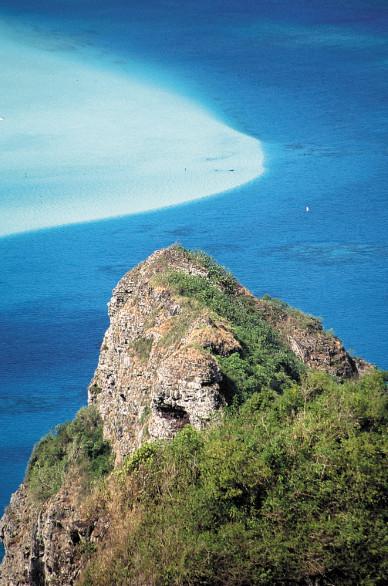 De roc et d'eau : à Maupiti, les cours de géologie offerts par la Nature sont passionnants.
