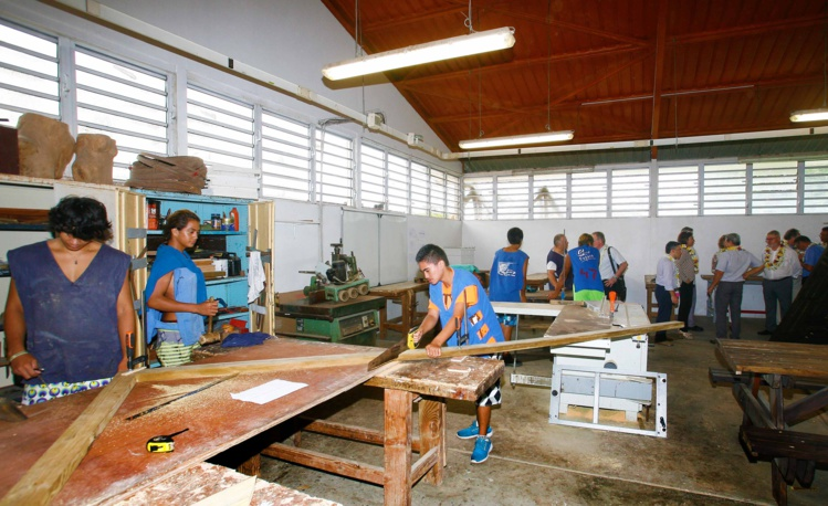 La ministre de l'Education visite des établissements scolaires de Papara