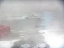 L'incident est survenu mercredi matin vers 09H15 heure de Sydney, alors que l'imposant bâtiment rouge effectuait une mission de ravitaillement de la base australienne Mawson, balayée par des vents soufflant à plus de 130 km/h.