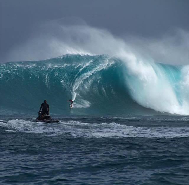 Surf de gros – Tikanui Smith : Le surfeur de Moorea a pris sa bombe à Jaws