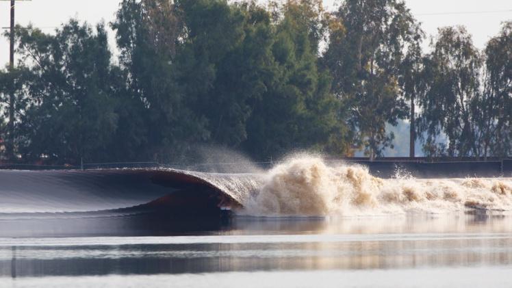 Surf « La vague parfaite de Kelly Slater » : Raimana Van Bastolaer y était…