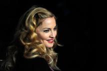 """Manille veut interdire Madonna pour avoir """"manqué de respect au drapeau"""""""