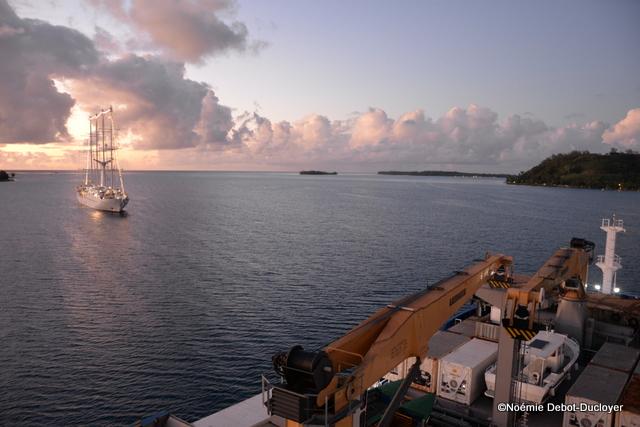 Deux navires de croisières en baie de Bora Bora : le Wind spirit et l'Aranui 5
