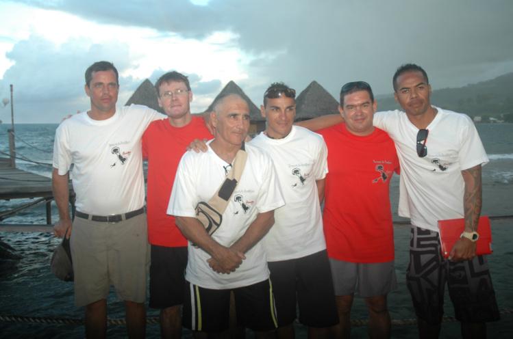 Wigrial MOUZIN (2ième à G) et Franck MEKENESE (1er à D) présents à Raiatea et en Calédonie lors des éditions précédentes feront encore partie de la team Calédonie