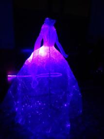 """Une """"robe luminescente"""" qui s'allume en fonction des mouvements présentée à Mulhouse"""