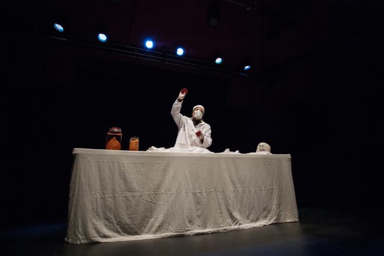 Dans la peau des personnages les plus sombres de notre Histoire, François Bourcier réalise une véritable performance. (Photo : Greg Boissy)