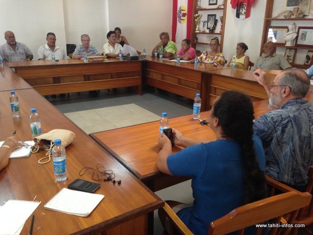 Le commissaire-enquêteur a rencontré les élus du conseil municipal de Hitia'a o te ra, ce matin