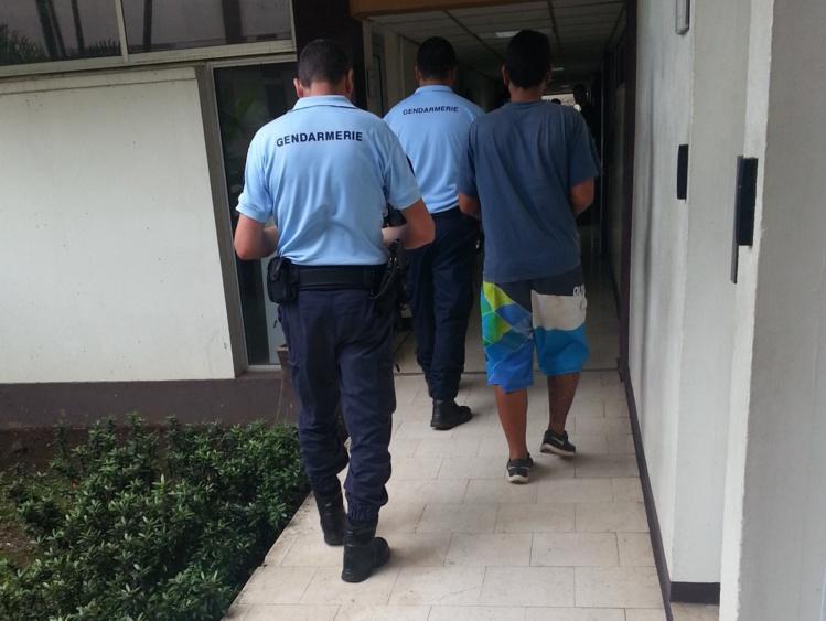 Une information judiciaire a été ouverte, les trois hommes ont été placés en détention provisoire vendredi soir le temps de l'enquête.