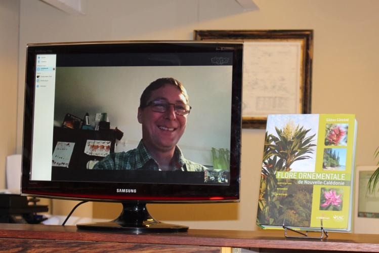 """Gildas Gâteblé a été joint via Skype pendant la conférence de presse organisée mercredi matin dans les locaux de Au vent des îles. Il est ingénieur de recherche à l'Institut agronomique néo-calédonien et l'auteur de """"Flore ornementale de Nouvelle-Calédonie""""."""