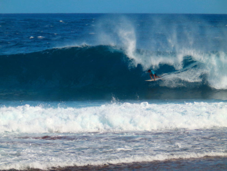Le surfeur de Hossegor Dimitri Ouvre se paye le 'scalp' de deux grosses pointures locales : Mateia Hiquily et Tereva David