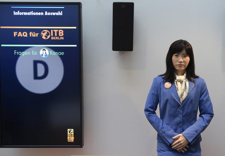 ChihiraKanae souhaite la bienvenue aux visiteurs du plus grand salon mondial du tourisme.