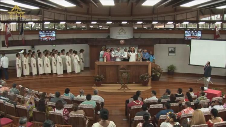 Bienvenue à l'assemblée nationale de Maohi Nui proclame la banderole.