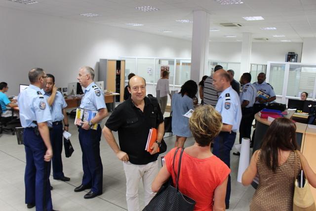 Chistophe Trillou (au centre), magistrat délégué à la formation pour la cour d'appel de Papeete, à l'origine de cette rencontre.