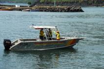 """Première assistance pour la vedette """"Tahiva"""" des sauveteurs en mer de Hiva Oa"""