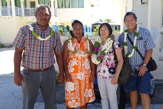 Eliane Soufet et Raymond Siao  de la Direction de l'Équipement se sont rendus à Katiu, avec Kiriannu ANI, maire délégué de la commune, et Eliane Harry, conseillère municipale