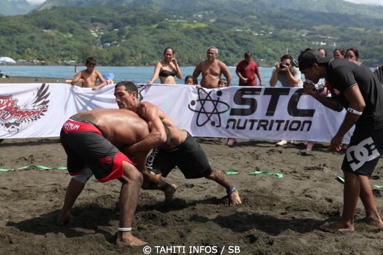 Très bon en jiu jitsu, il a également brillé en lutte et en beach wrestling