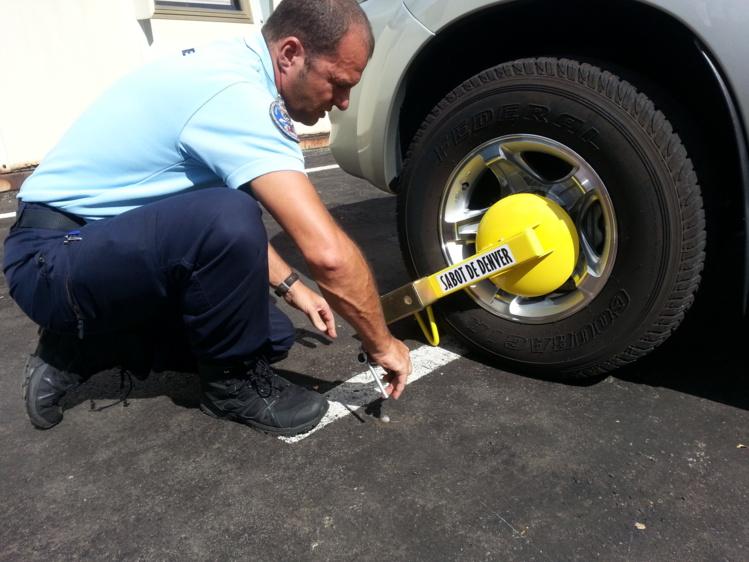 La gendarmerie se dote de sabots de Denver pour immobiliser les véhicules des chauffards (vidéo)