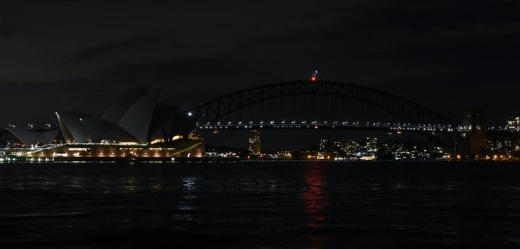 L'emblématique opéra de Sydney et le Harbour Bridge de la grande ville australienne se sont éteints samedi soir