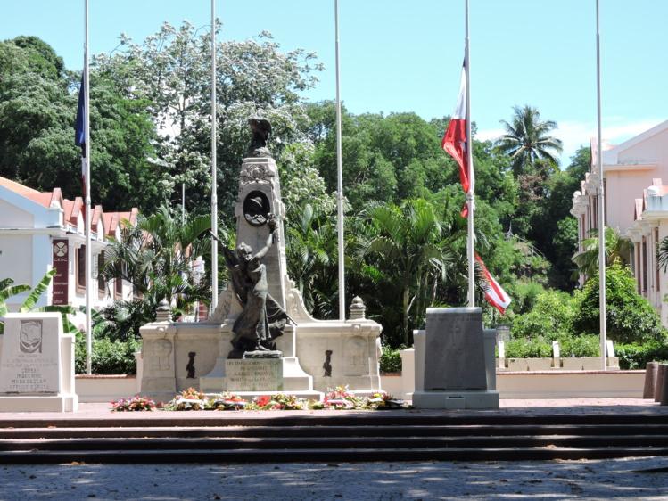 Les drapeaux des établissements du Pays et de l'Etat sont mis en berne jusqu'à ce vendredi.