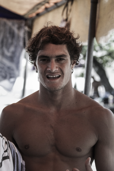 Portrait : Enrique Ariitu, le surf dans la peau