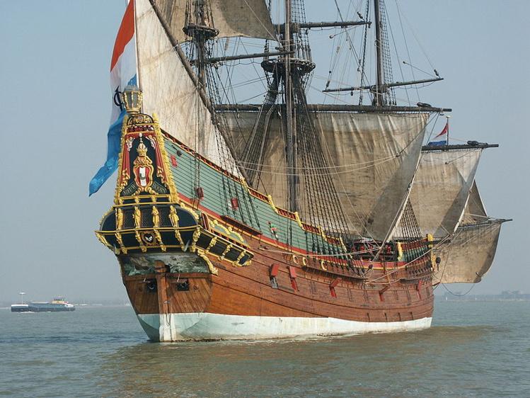 La fidèle reconstitution du Batavia sous voile, fleuron de la Compagnie des Indes hollandaises, la puissante VOC.