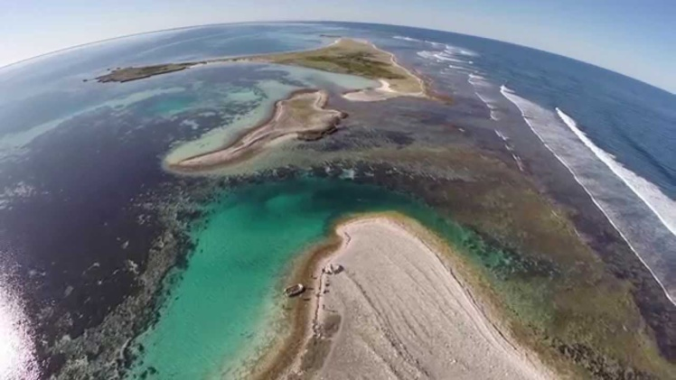 Une vue des îles basses que forme l'archipel des Houtman Abrolhos, à 60km au large des côtes australiennes.