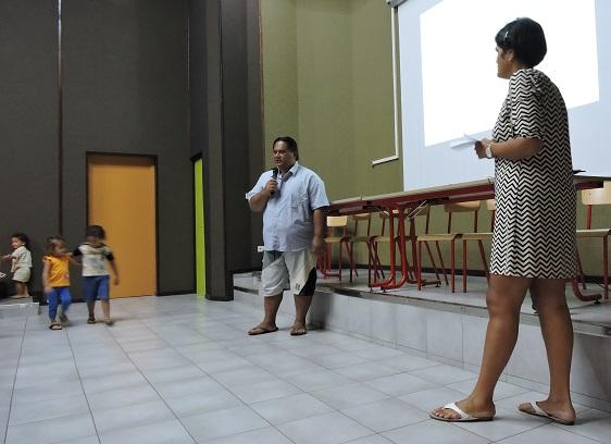 La famille de Martin (à gauche) a été aidée par l'Agence immobilière sociale de Polynésie française.