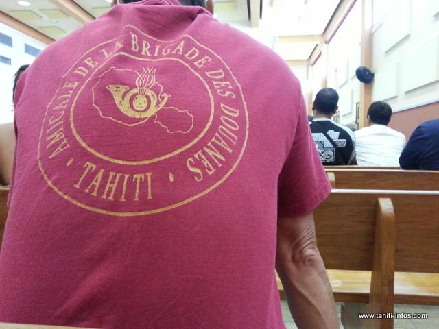 L'équipe de douaniers de l'aéroport de Tahiti-Faa'a mise en cause fait corps dans la salle d'audience du palais de justice.