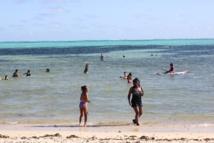 la plage de Poe est très fréquentée par les baigneurs