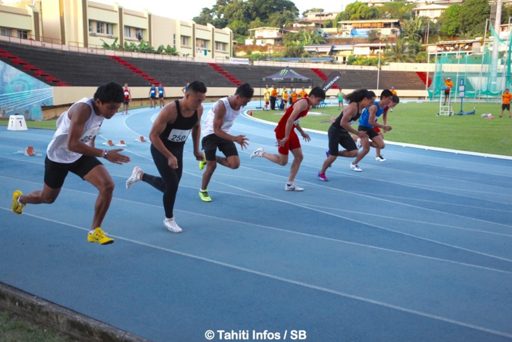 La finale du 100m a été remportée par Siueni Filimone, un Tongien, en cheveux longs