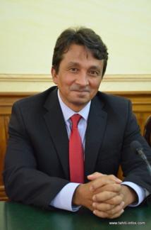 Nuihau Laurey, vice-président, ministre en charge du Budget et des Finances.