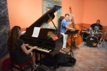 Trois des membres du quatuor d'introduction ont joué Beatrice lors de la conférence de presse. Et croyez-nous, le talent est au rendez-vous.