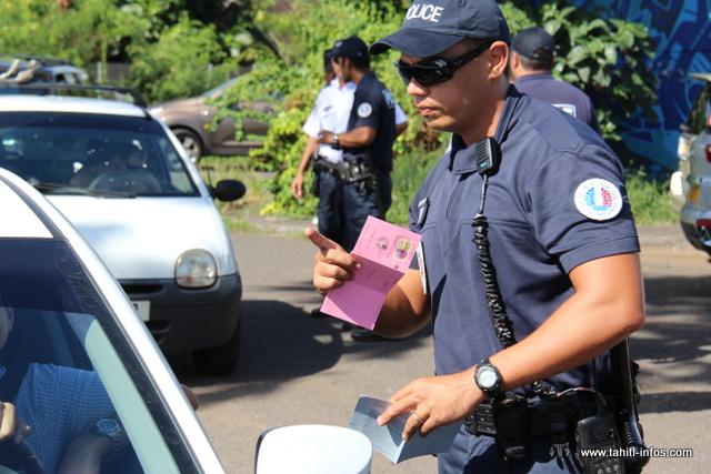 Les policiers ont contrôlé plus d'une centaine de véhicules à la sortie de Papeete.