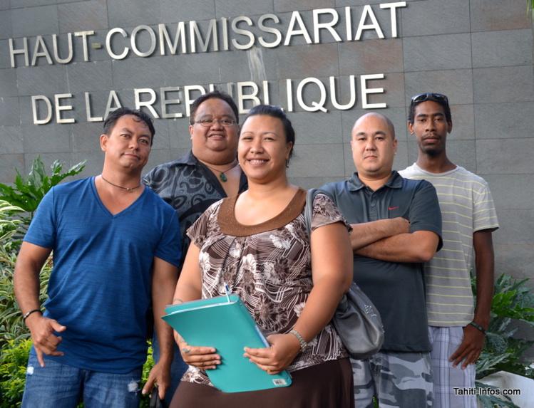 Six représentants du collectif Passion Car Audio. Léo Puputauki est le deuxième en partant de la gauche.