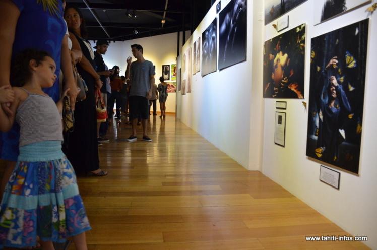 La soirée de vernissage de l'exposition photographique Hoho'a 2016 a connu un vif succès, vendredi.