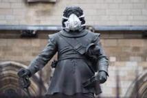 GB: un masque sur des monuments londoniens pour dénoncer la pollution