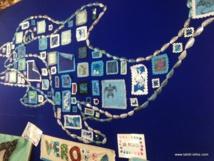 Pour réaliser ce dauphin, les élèves de l'école maternelle de Verotia ont utilisé des coquilles et des tissus. Une belle oeuvre.