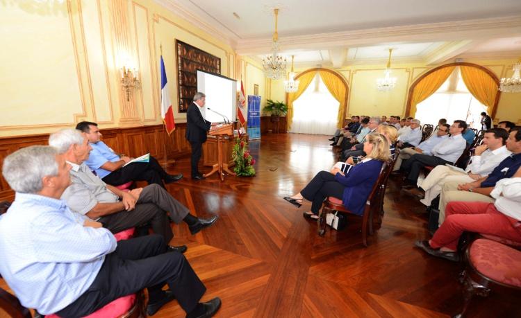 Rencontre du gouvernement avec les conseillers du commerce for Commerce exterieur france