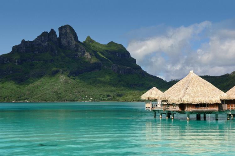 Le géant chinois HNA Tourism group rachète le Hilton Moorea et l'hôtel St-Régis de Bora Bora.