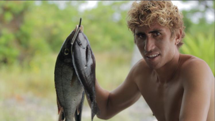 Le waterman Alvino aime aussi la pêche © WIthin Films
