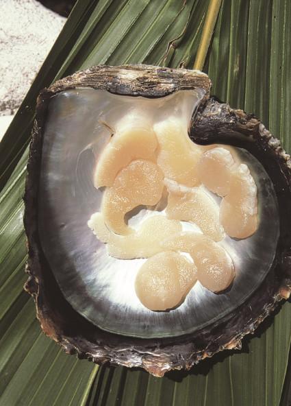 À la base de nombreux plats savoureux, les kororis, muscles de la nacre perlière.