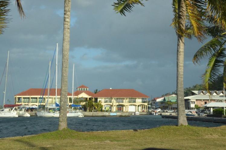 35 000 personnes vivent aux îles sous-le-Vent selon le dernier recensement.