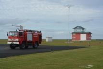 Sur les aérodromes domestiques de Polynésie française, la sécurité aéroportuaire concerne essentiellement l'armement d'équipe de secours et d'incendie (ici à Tubuai).