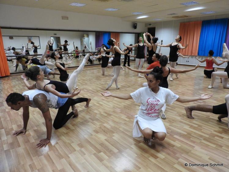 Les danseurs traditionnels de Vaehakaiki Urima et les ballerines d'Annie et Marion Fayn répètent depuis plusieurs semaines au Conservatoire.